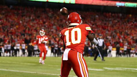 Patrick Mahomes Finds Tyreek Hill for Fourth Touchdown