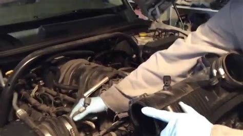 Replace/install upper radiator hose on 2006 jeep commander
