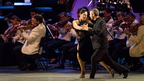 Dudamel Conducts Tangos Under the Stars with the LA Phil